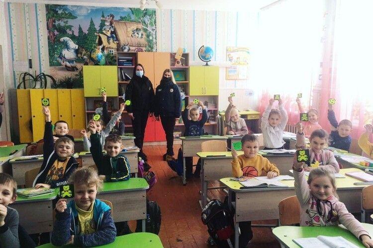 У сільських школах на Волині дітям розповіли про небезпеку в інтернеті