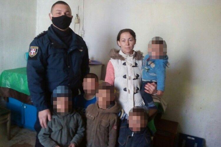 Поліцейські із Локач проводять превентивні заходи із ромськими родинами