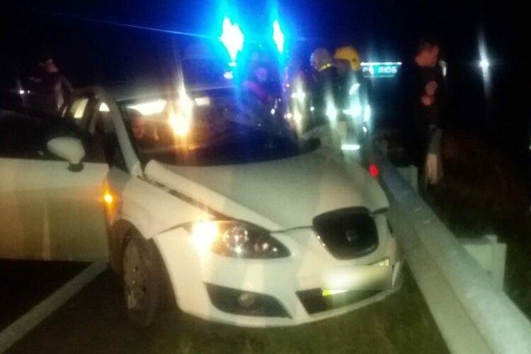 На Рівненщині рятувальники деблокували з понівеченого автомобіля чоловіка та жінку (Фото)