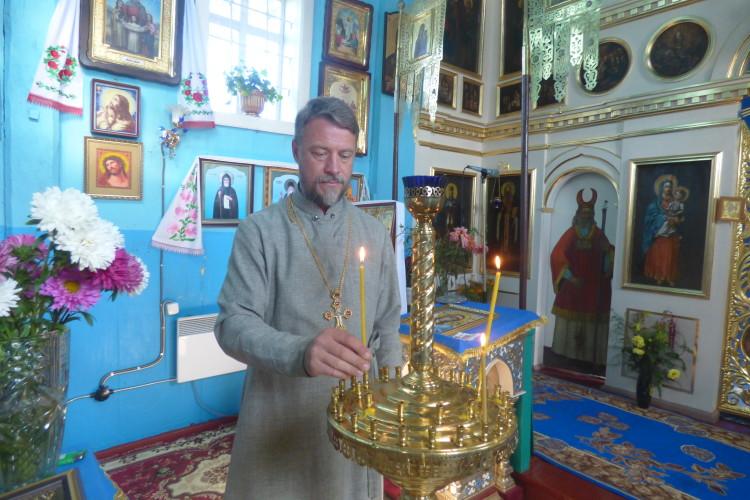 Служить священиком у цьому храмі Олександр Лановий сімнадцять літ.