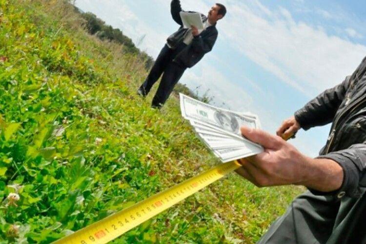 Іноземні компанії не зможуть купити землю в Україні до 2024 року