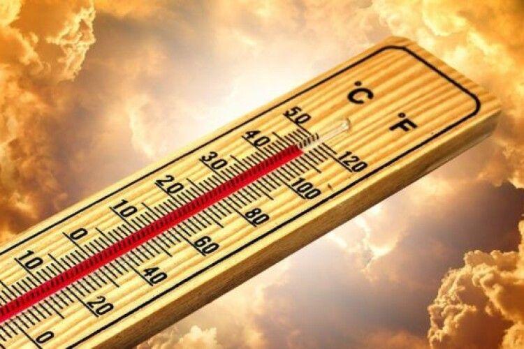 Синоптики закликають українців готуватися до спекотного літа: пересихатимуть річки і зникатиме в криницях вода