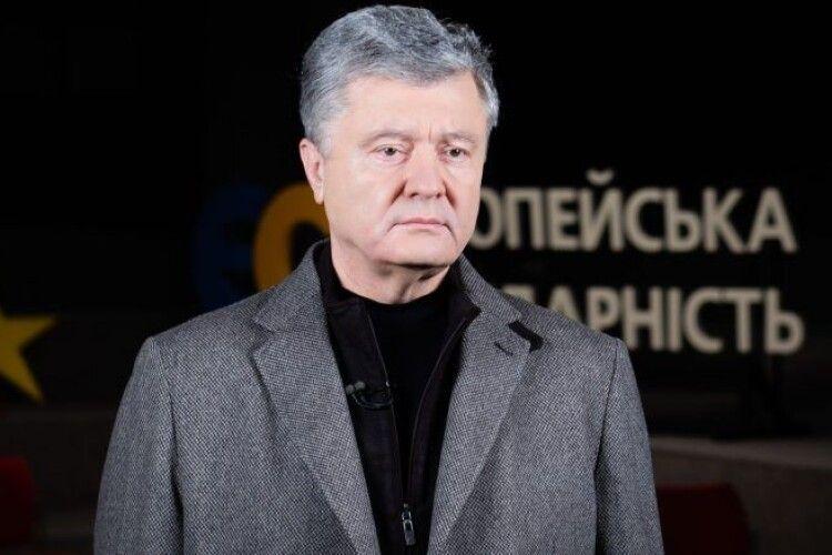 Армія, яка витримала удар російського агресора, переживе і мишачу вовтузню тилових пацюків – Петро Порошенко