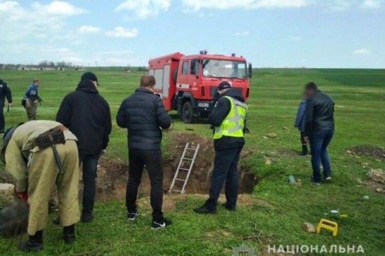У закинутому колодязі виявили тіла трьох чоловіків та жінки