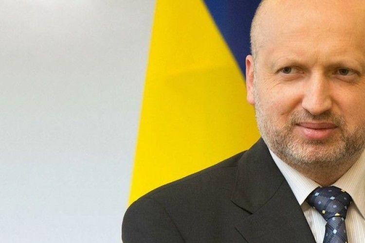 За січень Турчинов заробив 52 000 гривень і отримав надбавку за «роботу в умовах режимних обмежень»
