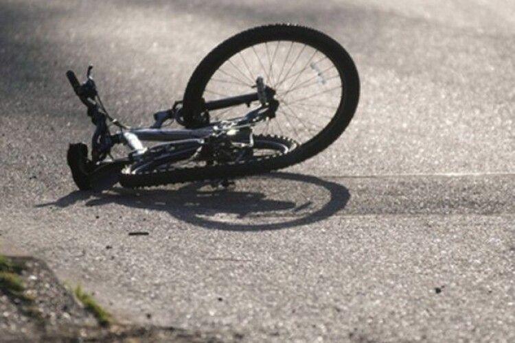 Здійснював маневр: у Ківерцях легковик збив велосипедиста
