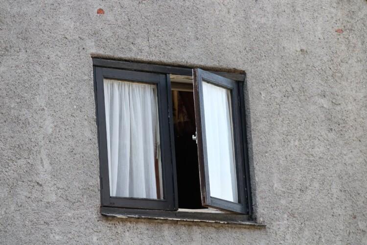 63-річний український професор випав з вікна багатоповерхівки