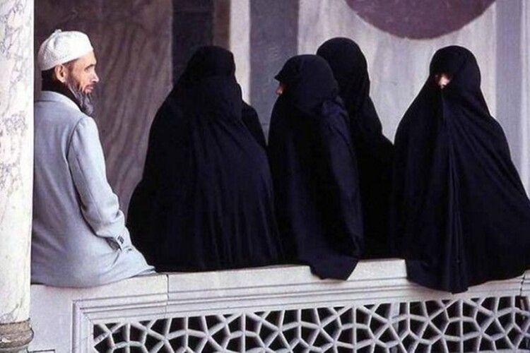 «У кожного з нас є «4 дружини», але любимо ми тільки трьох…»