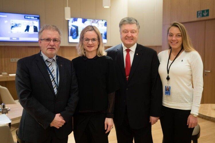 «Звірили годинники»: Порошенко зустрівся у Європарламенті з «друзями України»