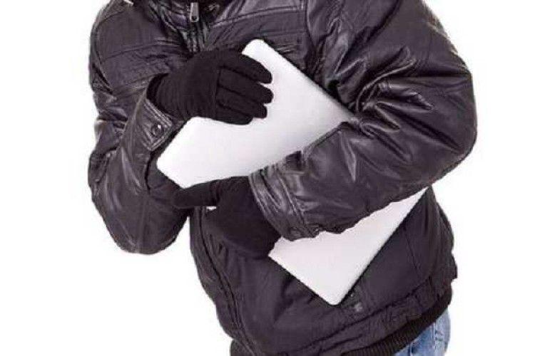 На Ковельщині з будинку викрали ноутбук