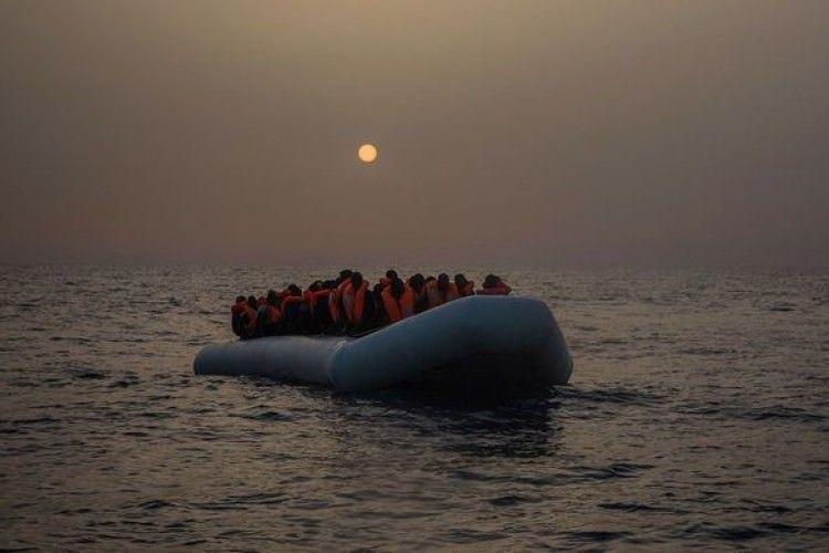 Турецькі чиновники втекли до Греції на надувному човні