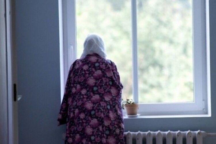 Фатальний 6 поверх: у Луцьку з вікна випала пенсіонерка, поліція відкрила кримінал