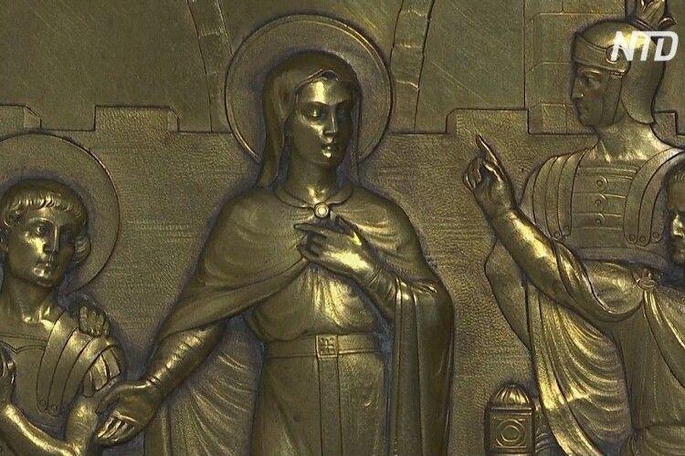 Від коронавірусу порятують … мощі Святої Корони