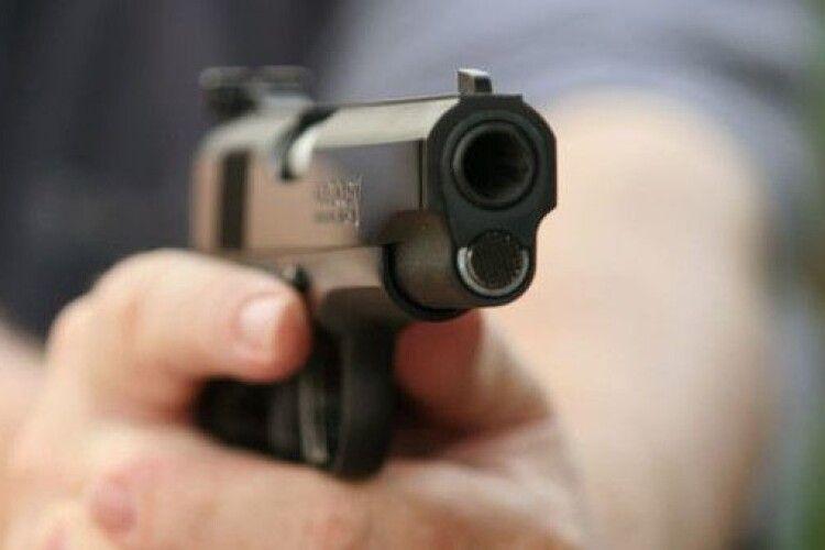 Пістолет— іграшковий, азлочин— реальний