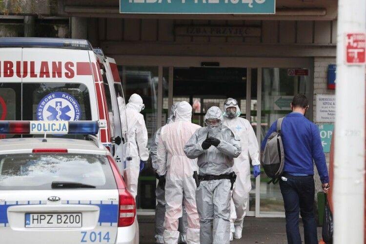 Польща чекає на роботу українських лікарів: зарплата від півтора тисячі доларів