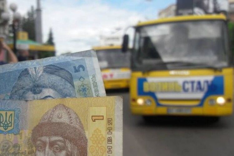 У Луцьку порахували пасажирів, які платять готівкою в маршрутках