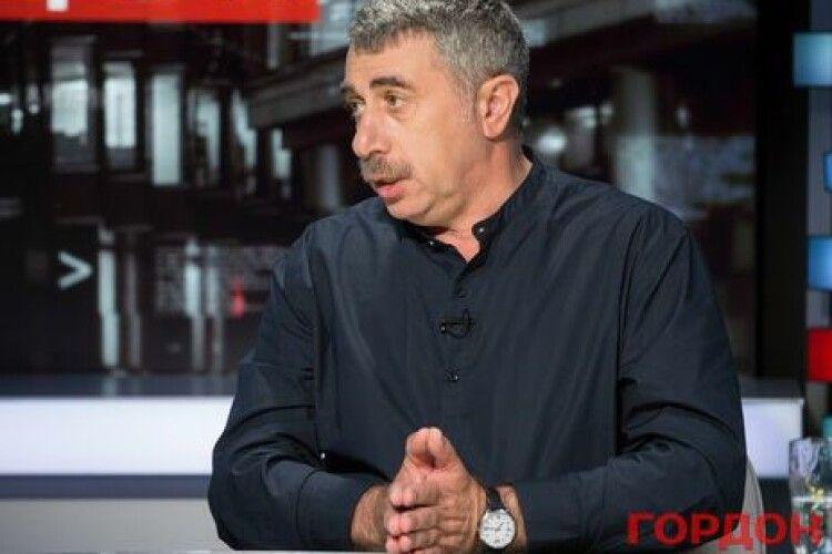 Лікар Комаровський: «За процедуру парити ноги треба дітей забирати» від батьків