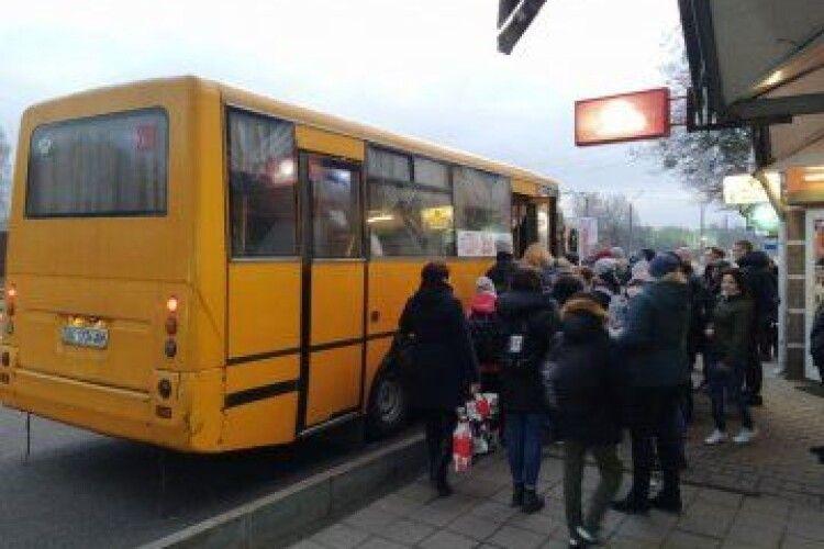 Розповіли, до котрої години їздять маршрутки у Луцьку