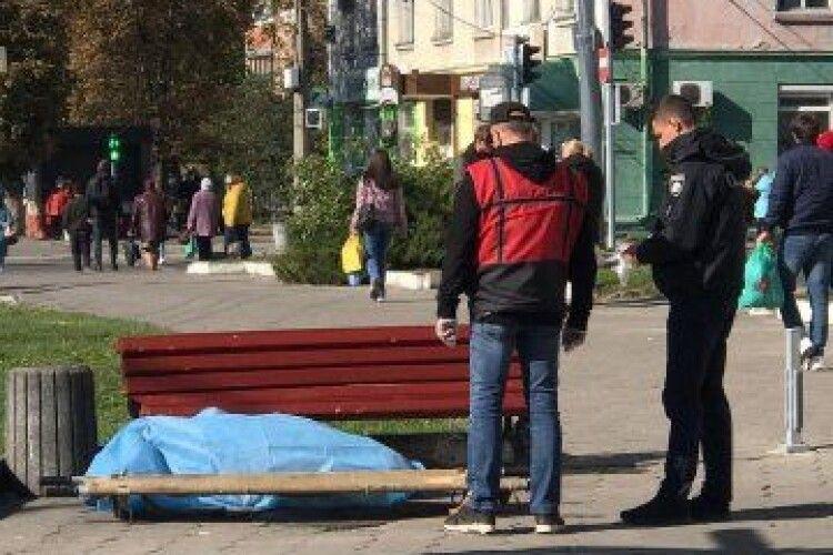 У Луцьку посеред вулиці виявили тіло чоловіка