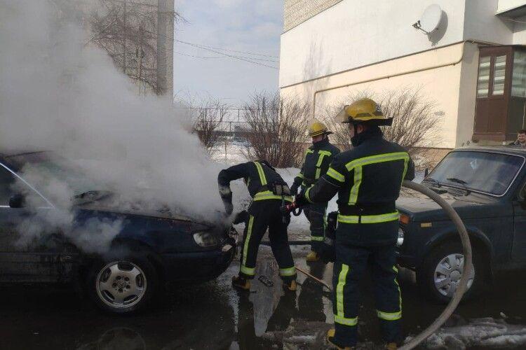 Учора волинські рятувальники загасили пожежі житла та автомобіля