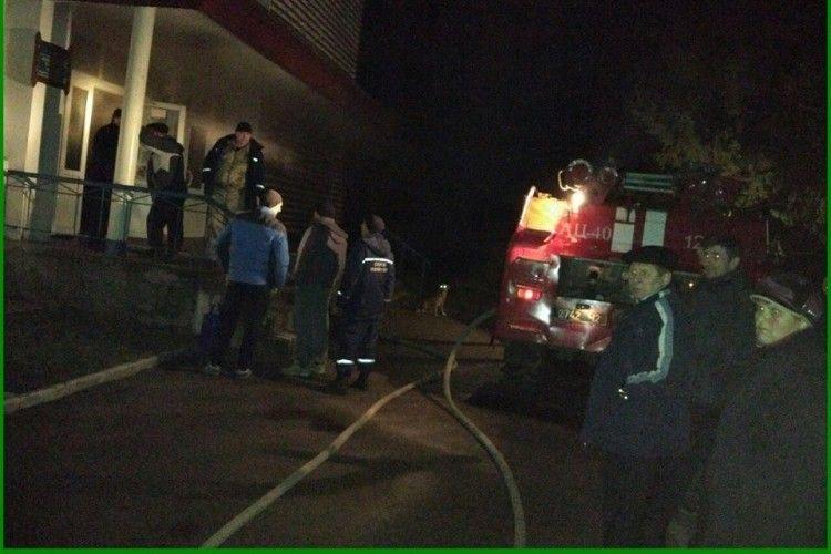 Ще й вогонь погуляв у зруйнованому Любешівському коледжі