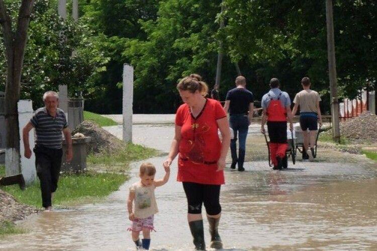 Синоптики розповіли, де у понеділок будуть дощі і грози
