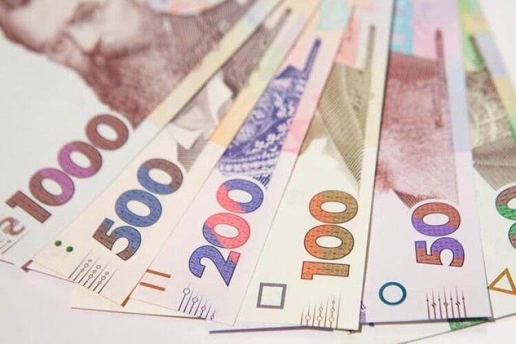 У Держстаті стверджують, що українці заробляють у середньому майже 11 з половиною тисяч гривень