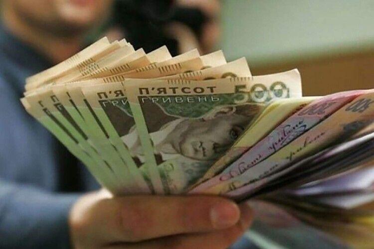 Шмигаль розповів, коли та наскільки зростатиме мінімальна зарплата в Україні