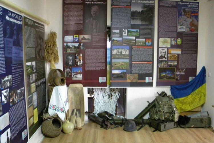 Виставка в Ківерцях розвінчує пропаганду РФ