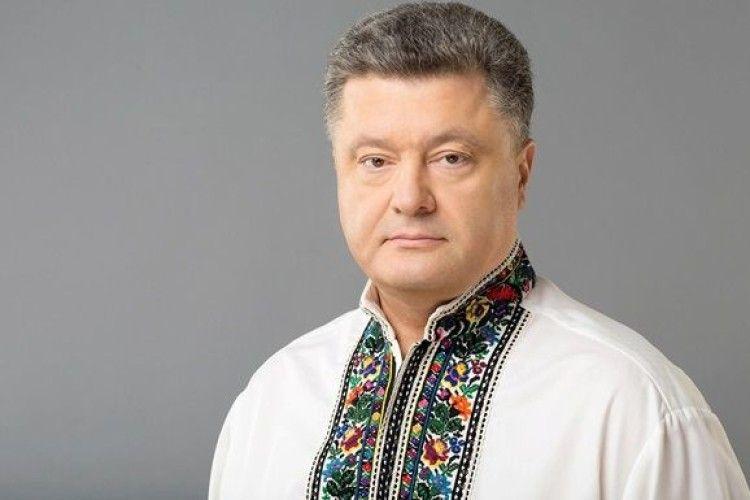 На каналі Ахметова – різдвяні зустрічі з… Петром Порошенком (Відео)