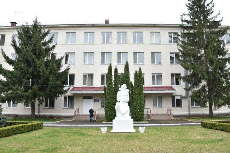Корпус Луцького пологового будинку переоблаштовують під госпіталь для хворих на COVID-19