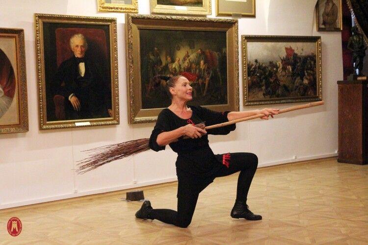 У Художньому музеї Луцька побував львівський «Театр у кошику»