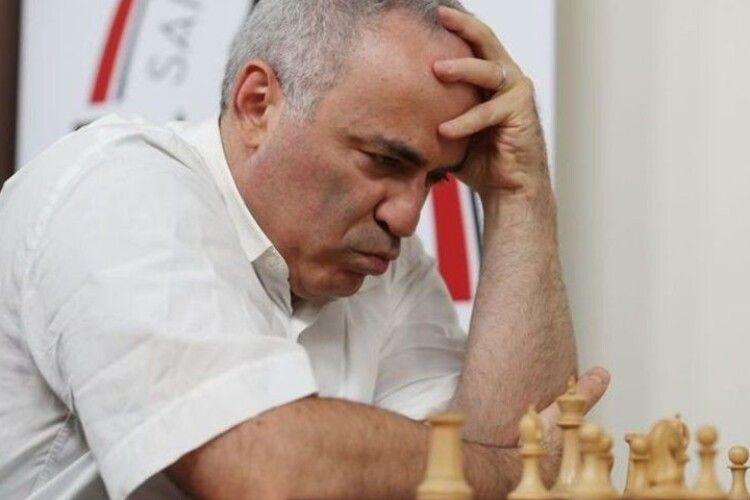 Грайте в го! Уславленого гросмейстера рознервували ті, хто вважає шахи «расистською грою»