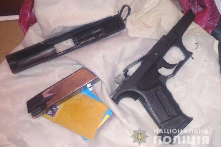 У Нововолинську в підозрюваного у грабежі знайшли пістолет