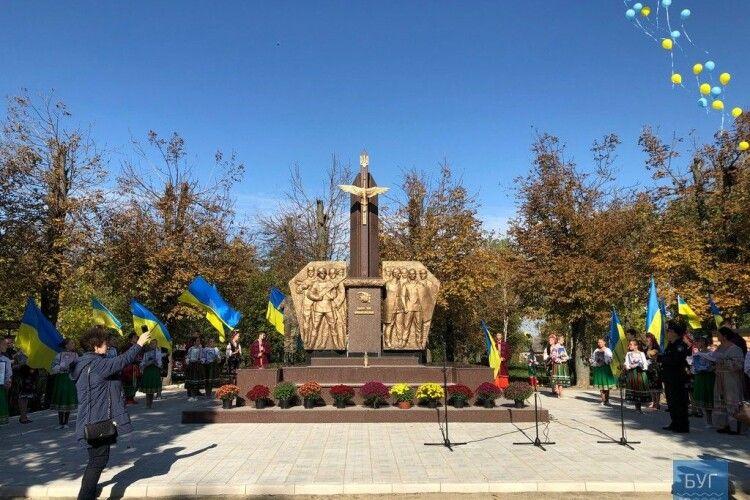 В Іваничах відкрили пам'ятник загиблим Героям АТО та Революції Гідності