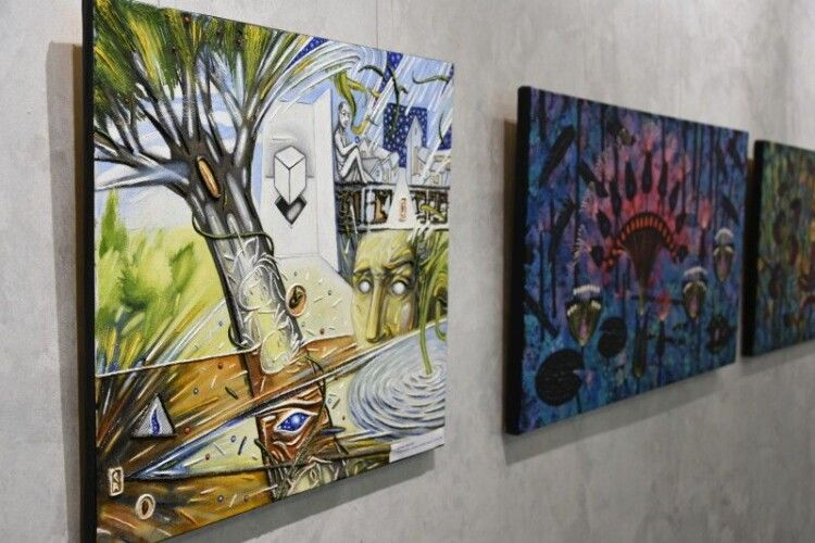 Презентували виставку робіт викладачів Луцької художньої школи