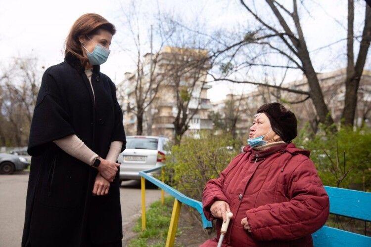У Києві напередодні свят передали продуктові набори від Фонду Порошенка та волонтерів
