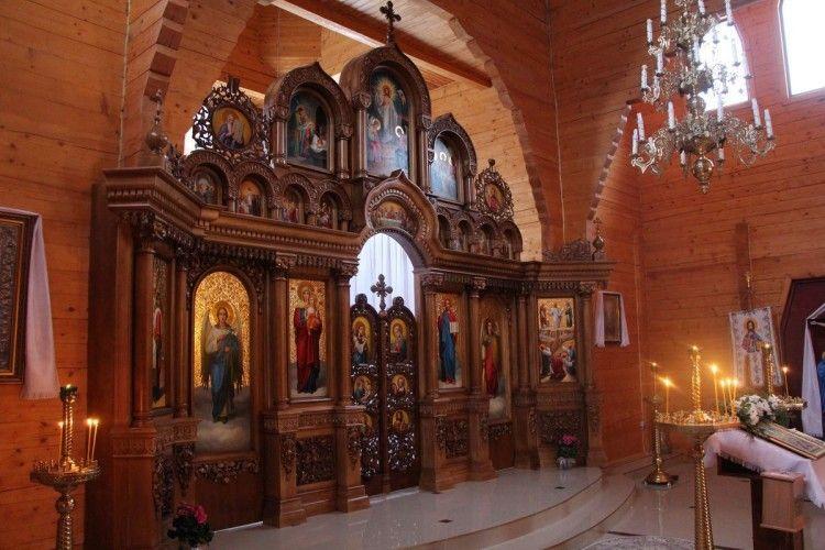В храмі у Зміїнці освятили усім іконостасам іконостас (фото)