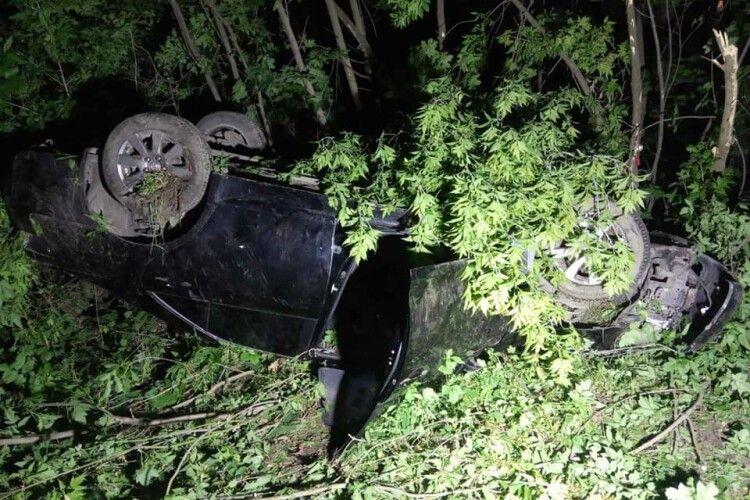 ДТП на Рівненщині: автомобіль догори дриґом, водій в лікарні