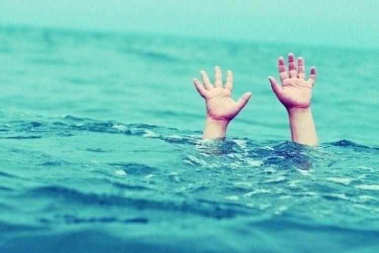 Батько та малолітній син потонули в озері на Рівненщині