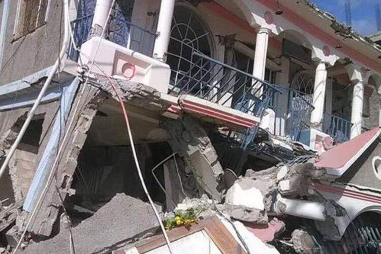 Потужний землетрус забрав більше 300 життів