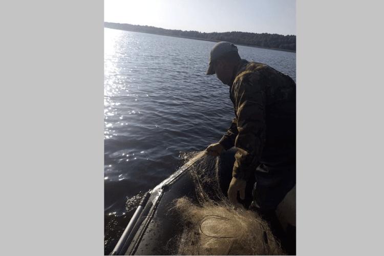 На озері Люцимер вилучено півкілометра сіток