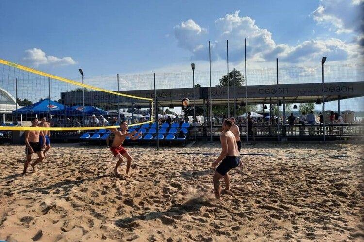 На найпопулярнішому озері України провели масштабні спортивні змагання (Фото)