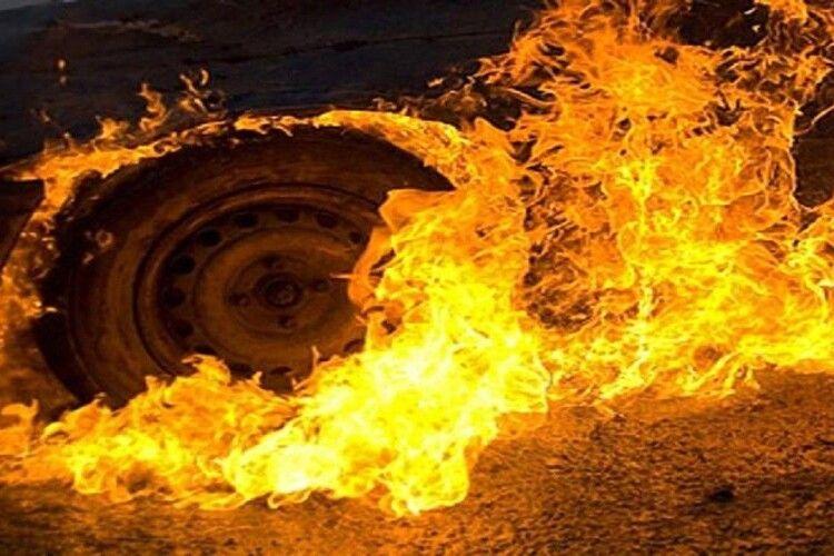 На Волині загорівся автомобіль
