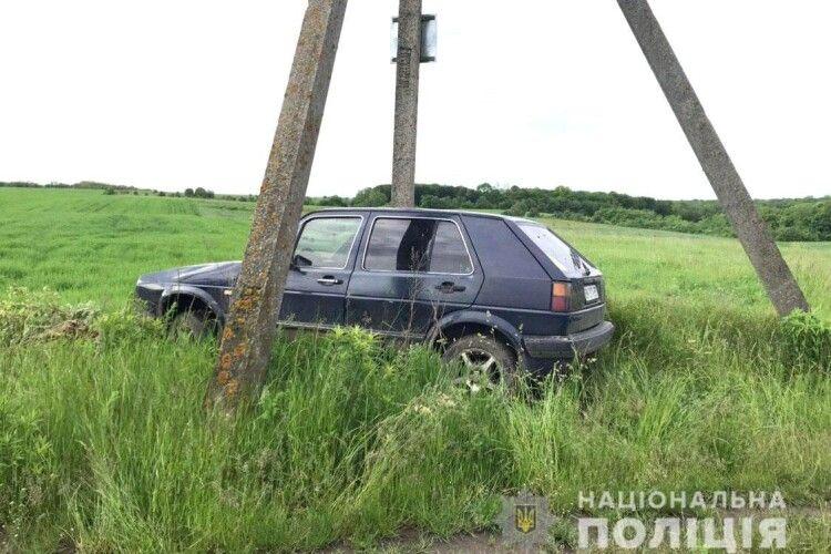 На Рівненщині викрали раритетний «Volkswagen», аби витягнути з багнюки BMW (Фото)