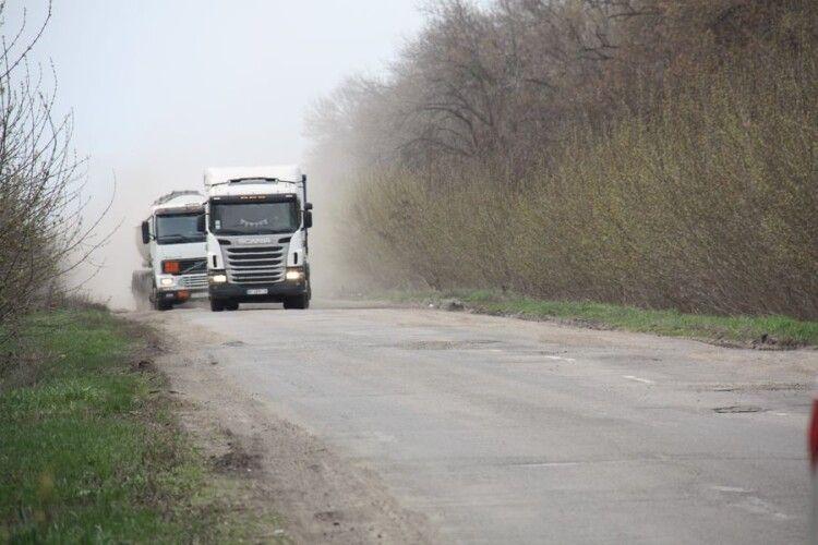 Рух великогабаритного транспорту на Рівненщині обмежено