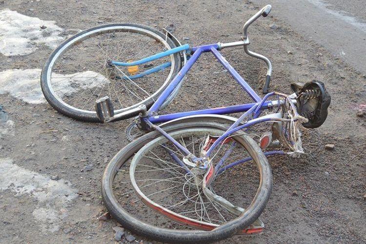 Під колесами автомобіля загинув велосипедист