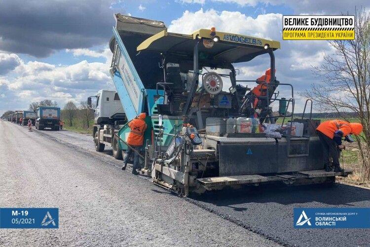 Дорожники працюють без вихідних: як ремонтують трасу по обидва напрямки від Ковеля (Фото)