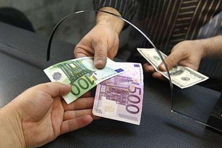 Українці за місяць продали 2 мільйони доларів