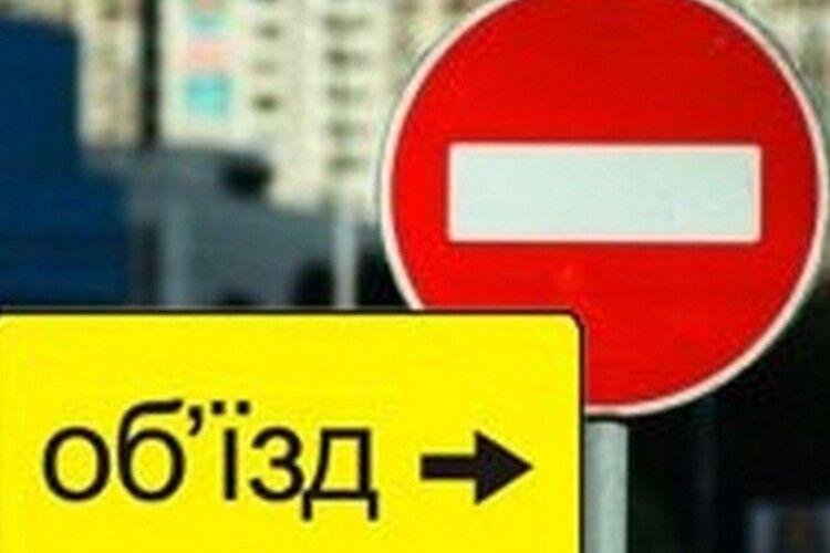 У місті на Волині Укрзалізниця перекриває рух транспорту через залізничний переїзд